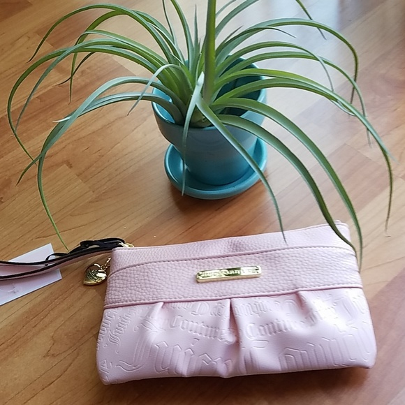 Juicy Couture Handbags - 💥sale 💥Juicy Couture wristlet